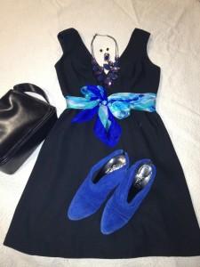 Vestido Negro con Azul Cobalto